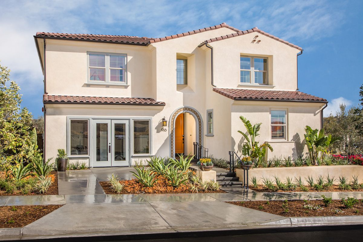 Unifamiliar por un Venta en Haciendas At The Village Of Escaya - Residence Two 916 Camino Aldea Chula Vista, California 91913 United States