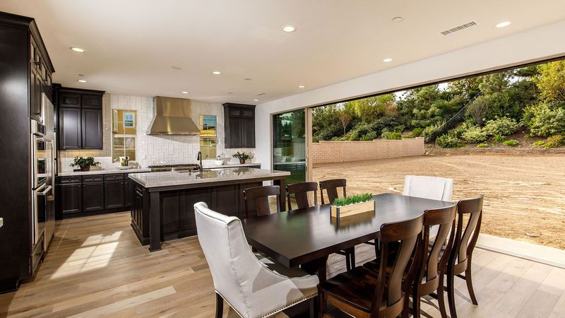 Additional photo for property listing at Residence 2 - Barcelona 1415 Arroyo View St Thousand Oaks, California 91320 United States