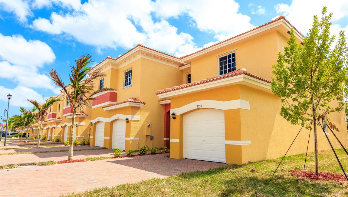 Multi Familie für Verkauf beim Pearl( Townhome ) 3504 Nw 29 Ct Lauderdale Lakes, Florida 33311 United States