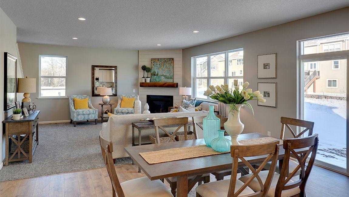 单亲家庭 为 销售 在 The Whitney 10751 Orchid Lane N Maple Grove, Minnesota 55369 United States