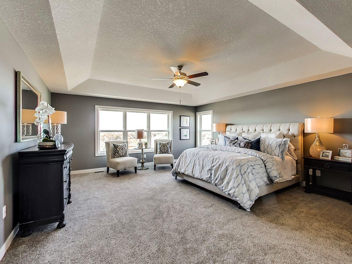 单亲家庭 为 销售 在 The Hampton 4761 Winged Foot Trail Eagan, Minnesota 55123 United States