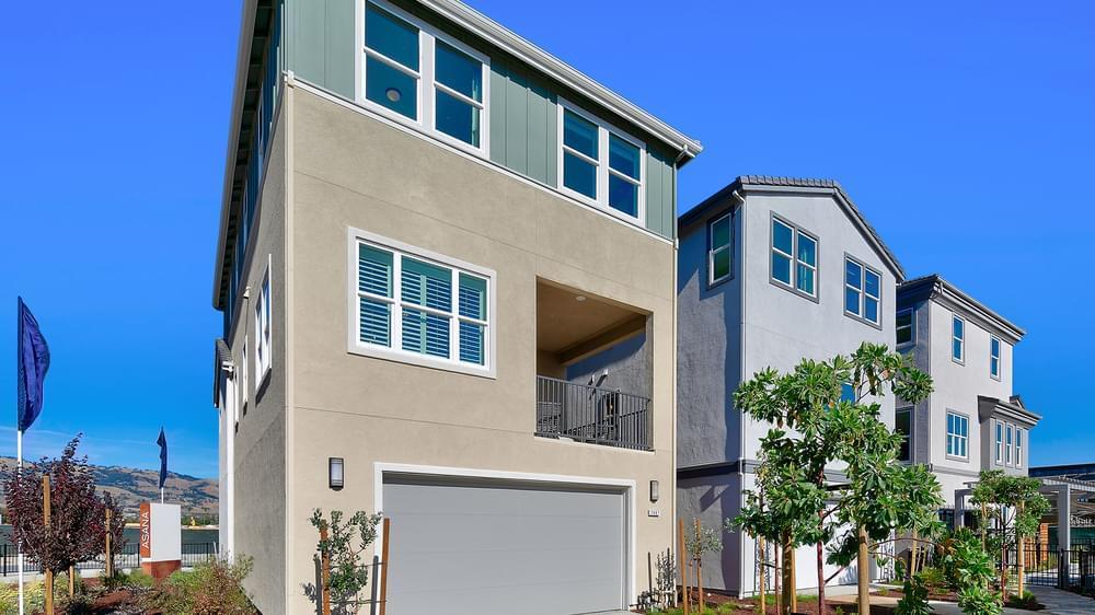 单亲家庭 为 销售 在 Residence 4 2684 Tranquility Street San Jose, California 95122 United States