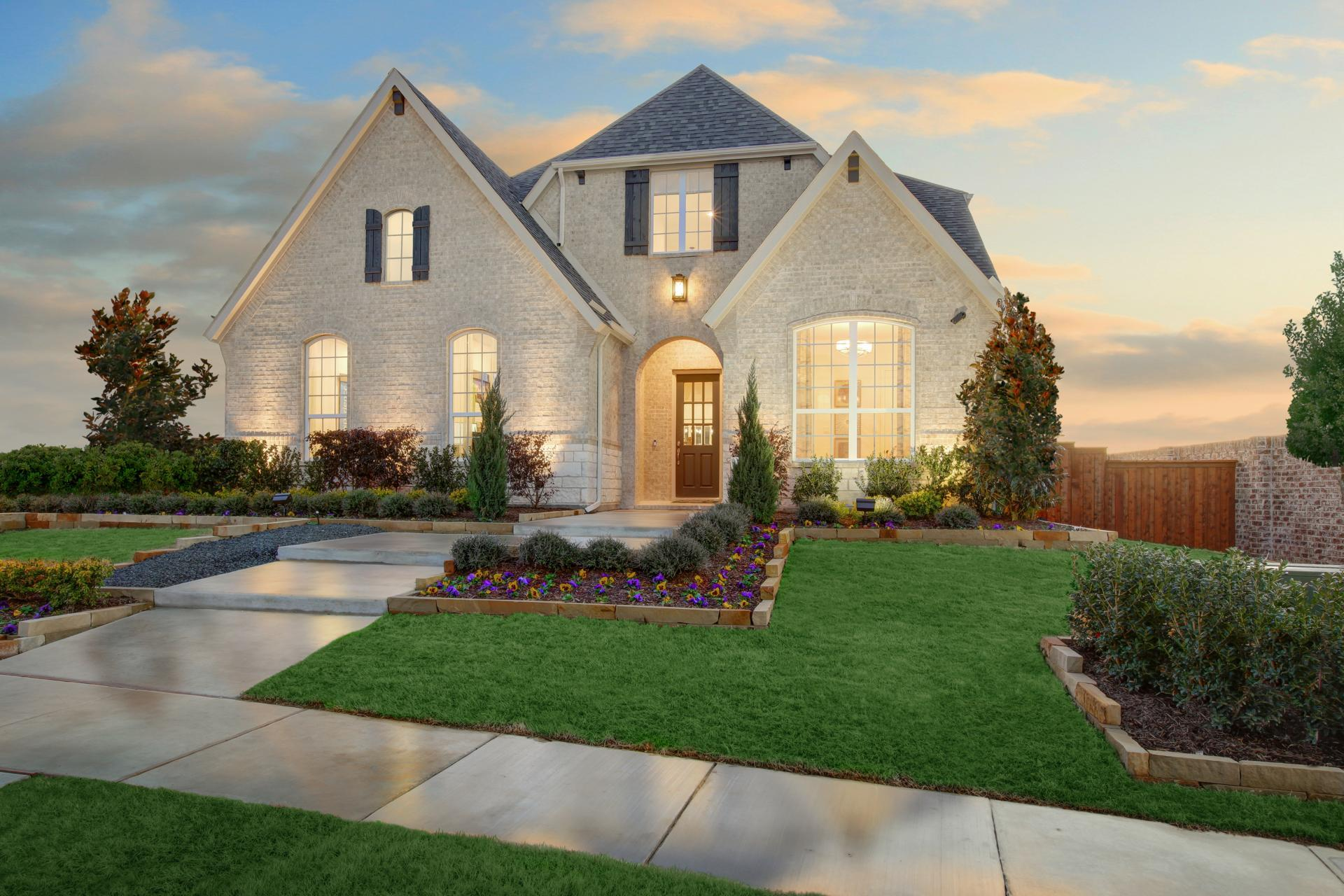 Single Family for Active at Bracken Iii 1005 Lazy Brooke Drive Rockwall, Texas 75087 United States