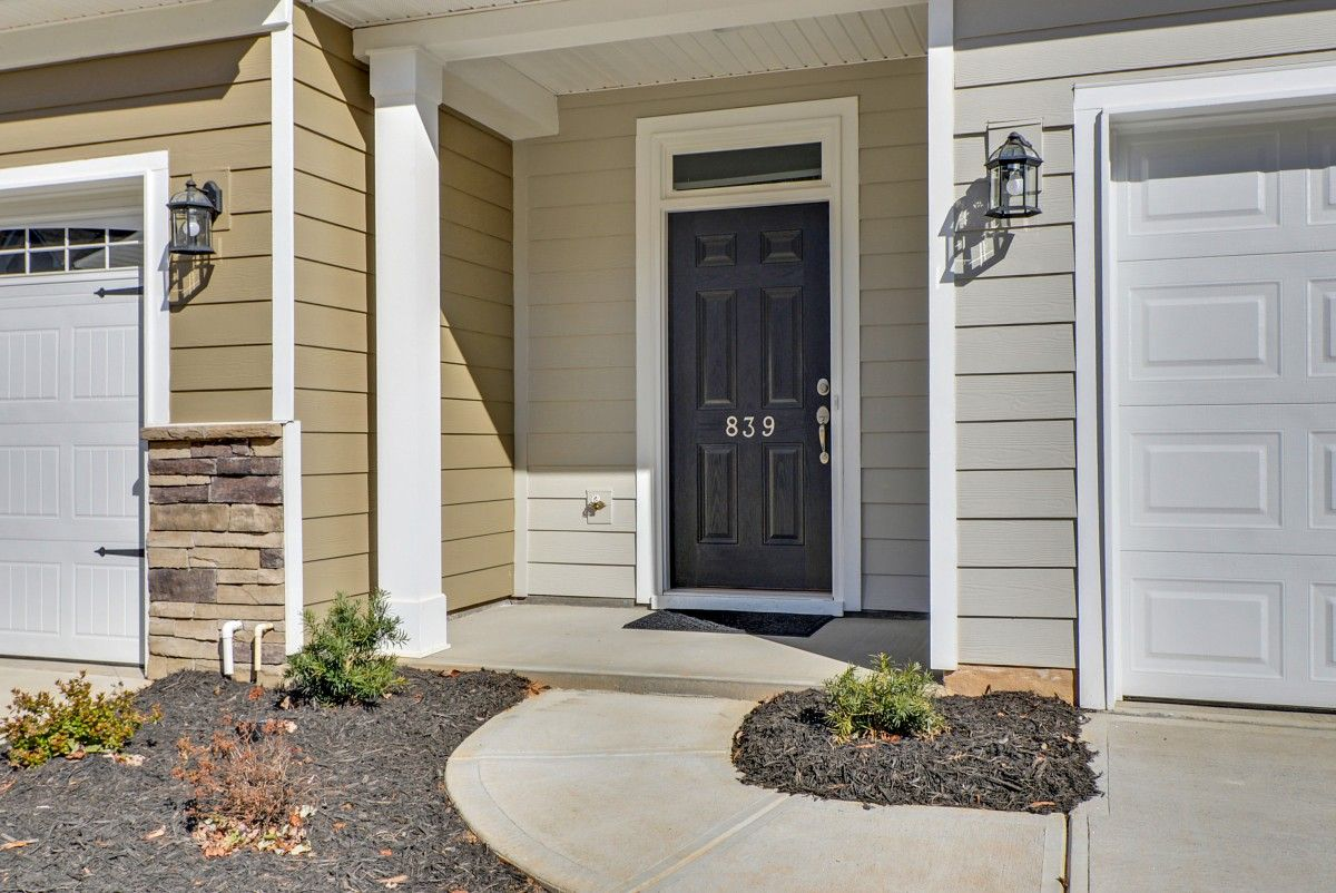 http://partners-dynamic.bdxcdn.com/Images/Homes/EastwoodHomes/max1500_39696052-191204.jpg