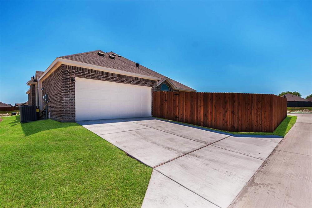 http://partners-dynamic.bdxcdn.com/Images/Homes/FirstTexasHomes/max1500_34374864-190519.jpg