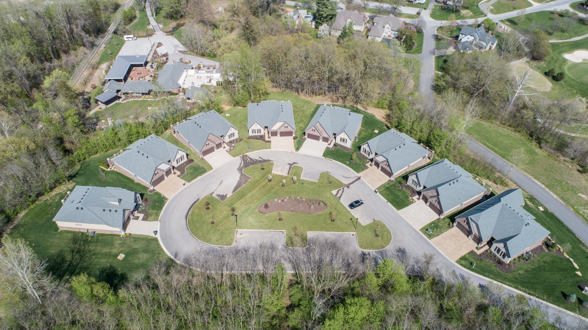 单亲家庭 为 销售 在 758 Village View Cir. St. Albans, Missouri 63073 United States