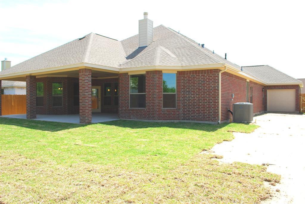 Kinsmen homes diamond d ranch the shea 1072784 beaumont for Southeast texas home builders