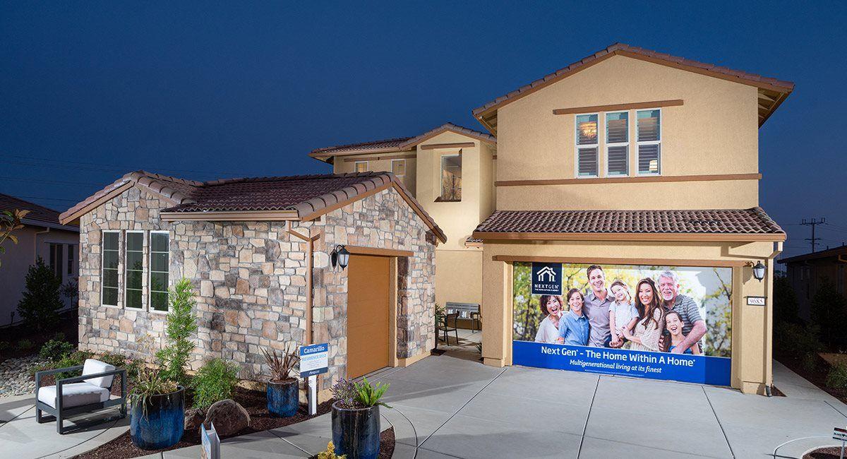 单亲家庭 为 销售 在 Camarillo At Fieldstone - Residence 3512 9705 Tangelo Circle Elk Grove, California 95624 United States