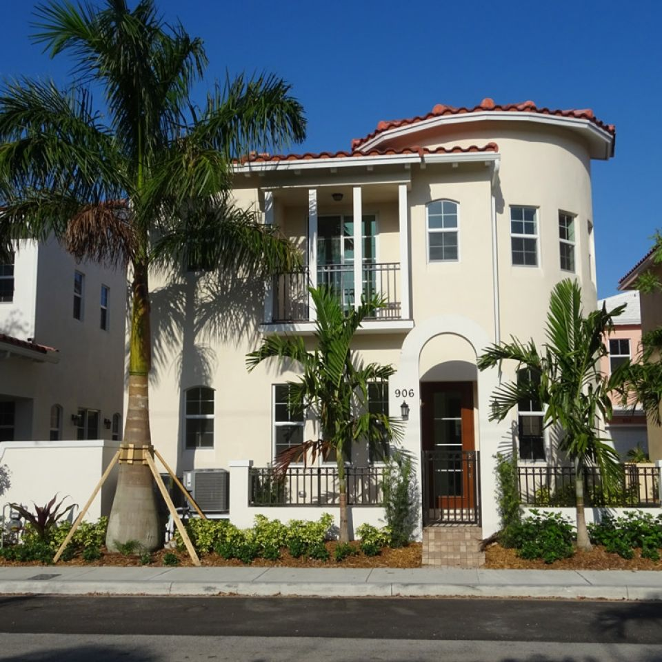 Photo of Dana in Fort Lauderdale, FL 33304