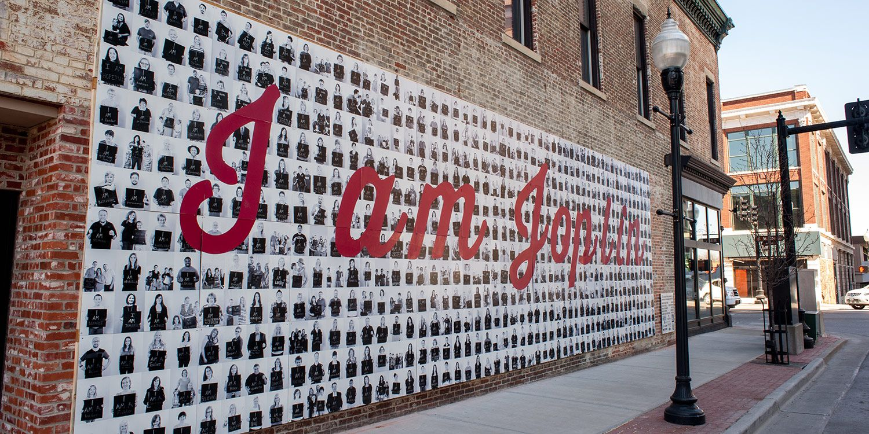 'Uma única Família' building or community at 'Joplin Metro 1621 Anderson Dr Webb City, Missouri 64870 United States'