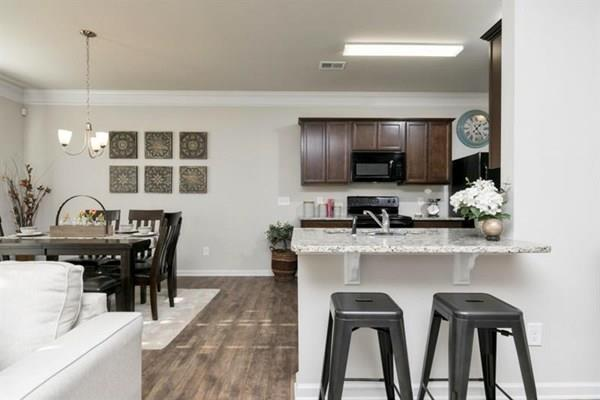 http://partners-dynamic.bdxcdn.com/Images/Homes/Smith4827/max1500_27058114-180419.jpg