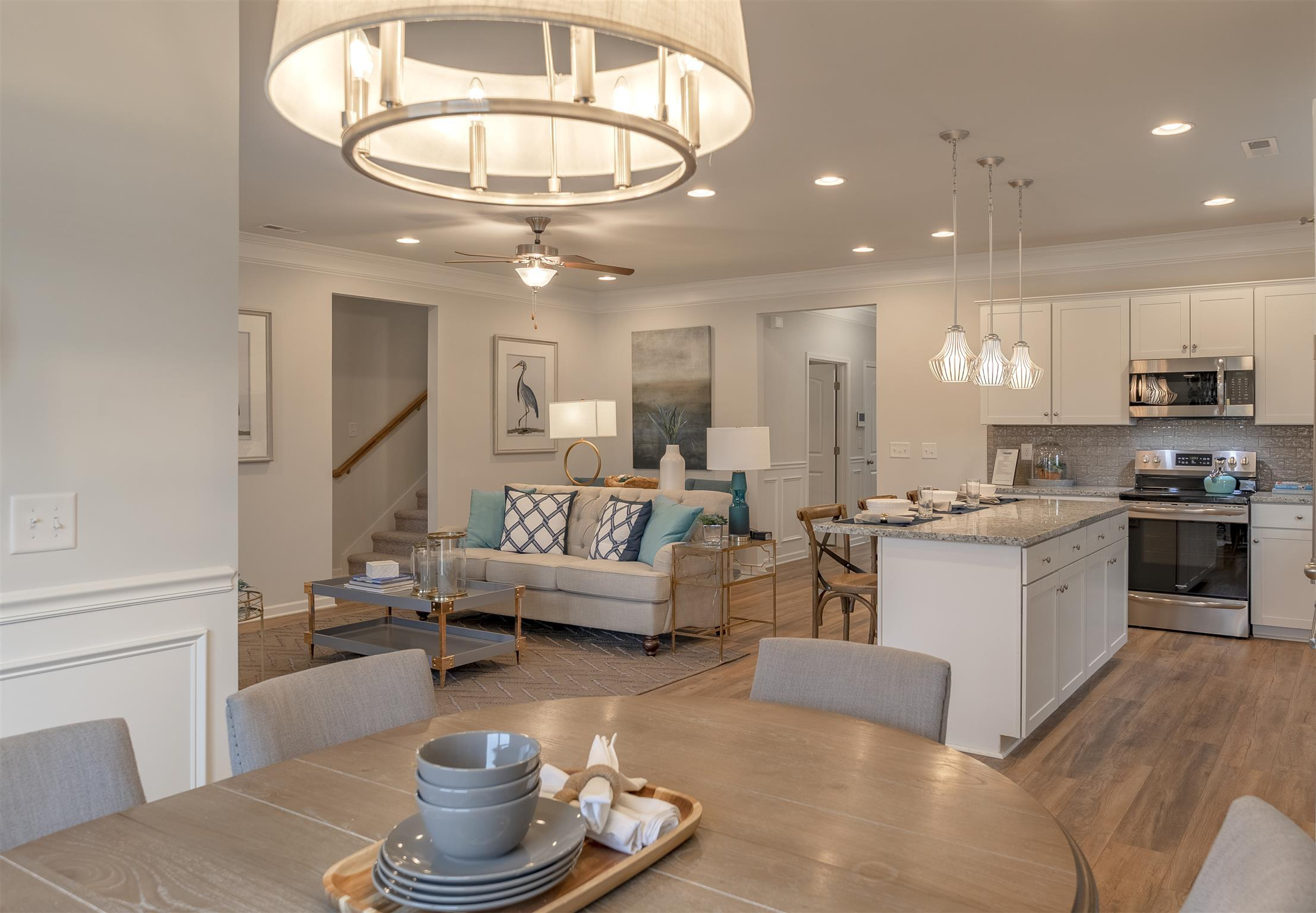 http://partners-dynamic.bdxcdn.com/Images/Homes/Smith4827/max1500_33882598-190423.jpg