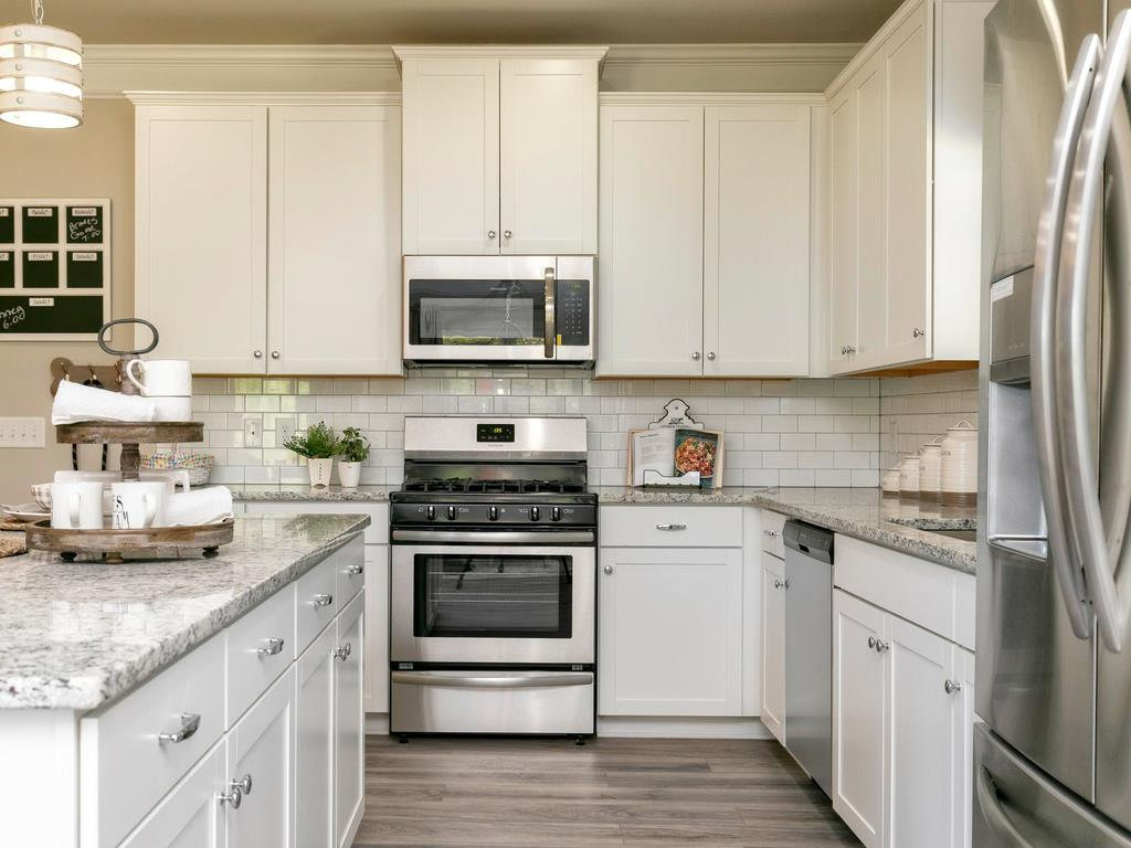 http://partners-dynamic.bdxcdn.com/Images/Homes/Smith4827/max1500_34186932-190508.jpg