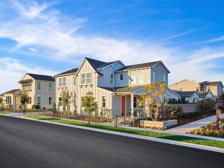 多户 为 销售 在 Reverie At Esencia - Residence 3 Wlh 63 Alienta Lane Rancho Mission Viejo, California 92694 United States