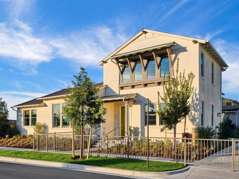 多户 为 销售 在 Reverie At Esencia - Residence 4 Wlh 63 Alienta Lane Rancho Mission Viejo, California 92694 United States