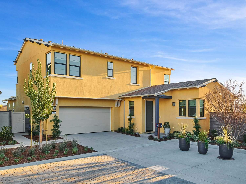 Unifamiliar por un Venta en Reverie At Esencia - Residence 5 Wlh 57 Alienta Lane Rancho Mission Viejo, California 92694 United States
