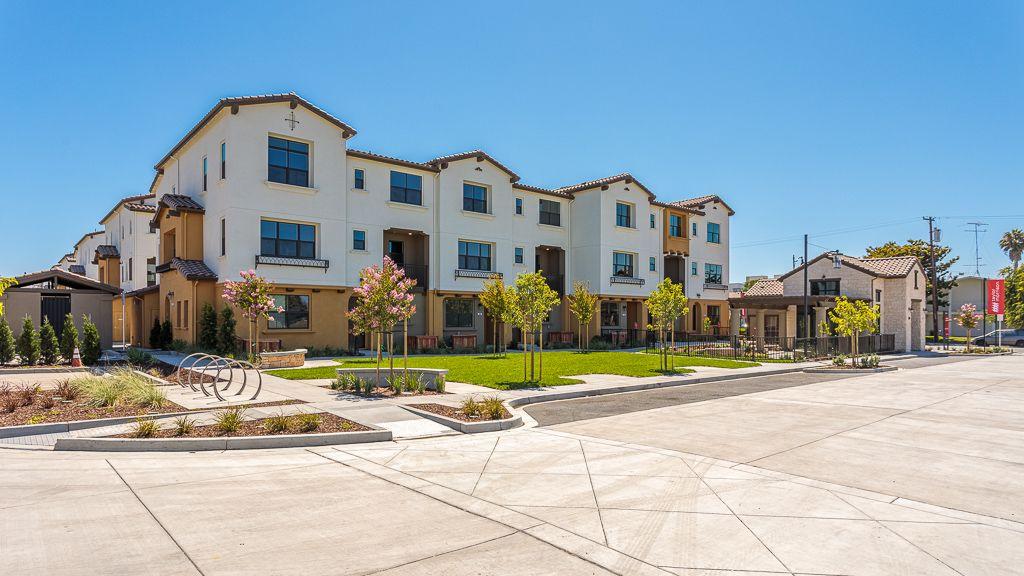 Unifamiliar por un Venta en Elev8tion In Sunnyvale - Condo Plan 7 730 San Aleso Avenue Sunnyvale, California 94085 United States