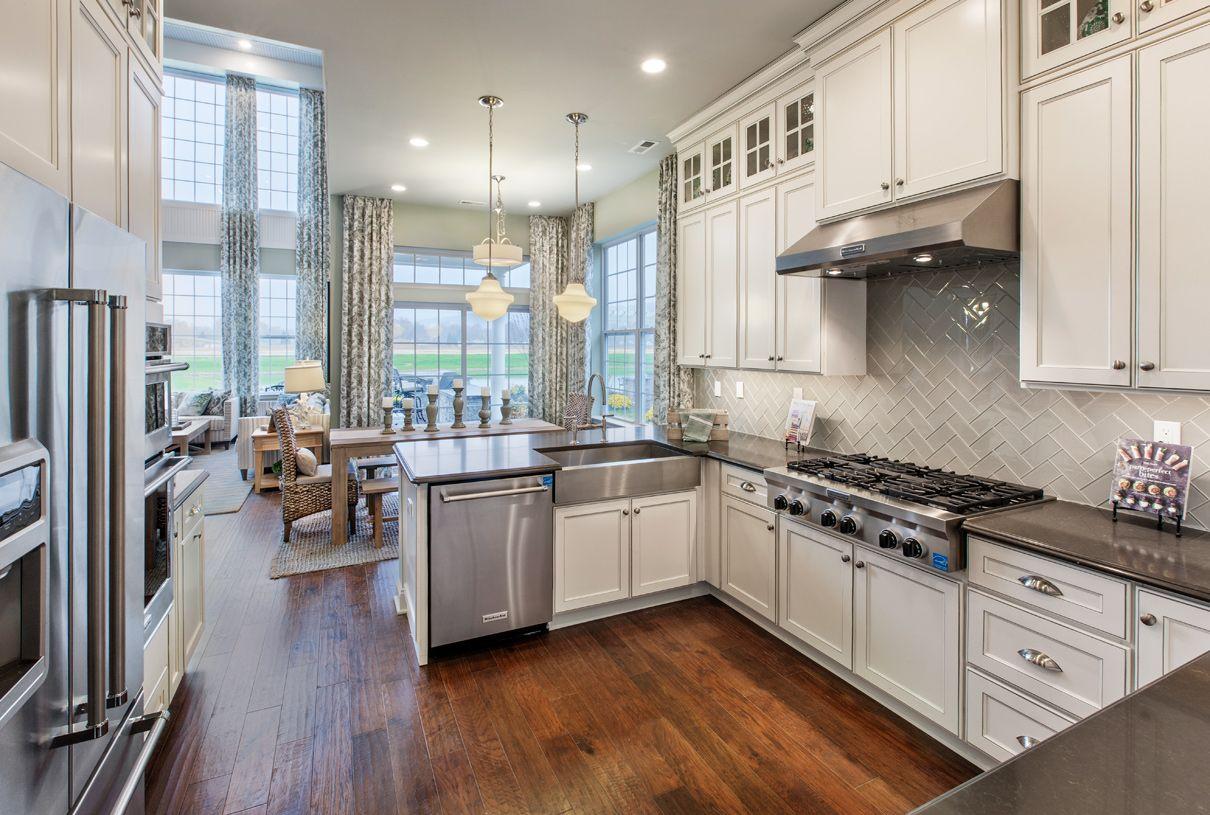 单亲家庭 为 销售 在 Hammond Manor 51 Pine Tree Drive Methuen, Massachusetts 01844 United States